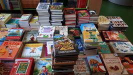 Prawie 1000 książek dla biblioteki szkolnej w Jaroszowie