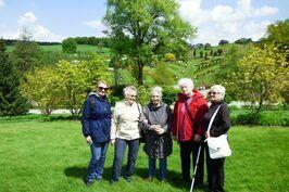 Seniorzy zwiedzają i podróżują