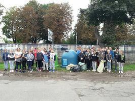 Uczniowie PSP nr 3 posprzątali okolicę