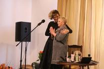 Dwie kobiety na scenie