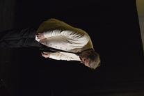 Mężczyzna na scenie