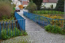 Kładka złącząca ulice Piaskową z Łączną.