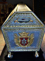 Zabytkowy sarkofag rodziny Hochbergów wrócił do Świebodzic.