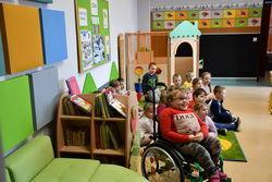 Uczniowie w klasie Szkoły Podstawowej Integracyjnej
