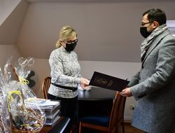Zastępca Burmistrza Miasta Tobiasz Wysoczański z wizytą w NEX-MEDICAL Samodzielnym Niepublicznym Ośrodku Opieki Zdrowotnej Sp. z o.o. w Świebodzicach.