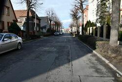 Zdjęcie nawierzchni jezdni ulicy Aleje Lipowe przed remontem