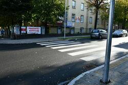 Przejście dla pieszych między Łaźnią a Miejskim Ośrodkiem Zdrowia.