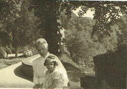 Archiwalne zdjęcie z dzieciństwa Beatrice Maria Luise Margarethe, hrabianka von Hochberg-Pless i baronówna na Książu.