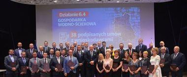"""Uroczyste wręczenie umowy na realizację projektu pn. """"Rozbudowa i przebudowa oczyszczalni ścieków w Annopolu""""  w ramach RPO WL na lata 2014-2020"""