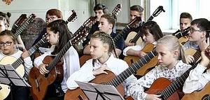 Orkiestra gitarowa w Pałacu Jedlinka.