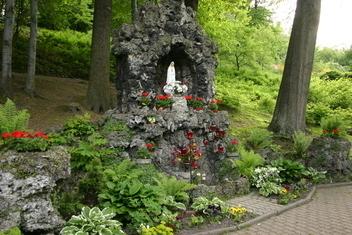 Zabytki - Kapliczka Najświętszej Marii Panny, Al. Niepodległości