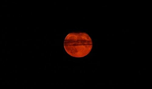 Krwawy Księżyc na niebie - zły znak dla świata?