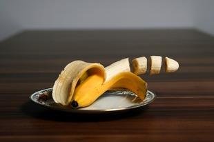 Dziewczyna z bananem
