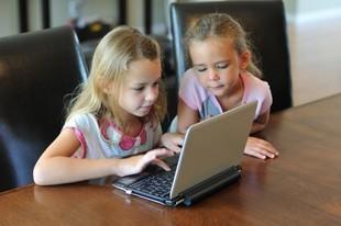Jak nauczyć dziecko korzystać bezpiecznie z Internetu?