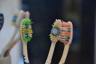10 nieświadomych błędów, jakie popełniamy myjąc zęby