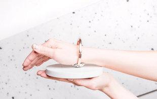 Polki zaprojektowały biżuterię, która rehabilituje nadgarstek. Jest idealna, kiedy używasz myszki
