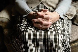 Jak przygotować starszą osobą na zamieszkanie w domu seniora?