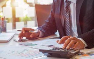 Kim jest pośrednik finansowy i dlaczego warto skorzystać z jego usług?