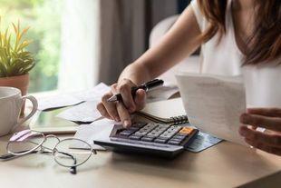 Poradnik finansowy: skąd się biorą długi?
