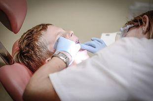 Ponad 90% 7-latków i 80% 3-latków ma próchnicę – alarmuje Naczelna Izba Lekarska