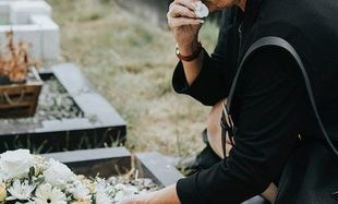 Żałoba po śmierci bliskiej osoby – jak poradzić sobie ze stratą?