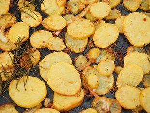 Ziemniaki z rozmarynem i czosnkiem zapiekane w bulionie. Takich nie jedliście!