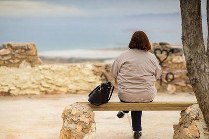 Dlaczego podczas menopauzy kobietom rosną włosy na twarzy i podbródku?