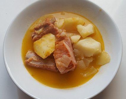 Gulasz z ziemniaków z żeberkami wieprzowymi