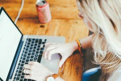 Stres i niepewność to główne emocje na myśl o powrocie do biur. Wyniki badania