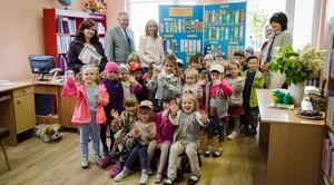 Uśmiechnięte buzie przedszkolaków w Bibliotece w Niemcach