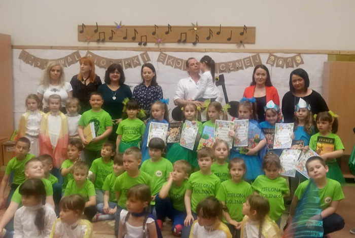 """Przedszkole nr 6 """"Zielona Dolinka""""  na Festiwalu Piosenki Ekologicznej w Bełchatowie"""