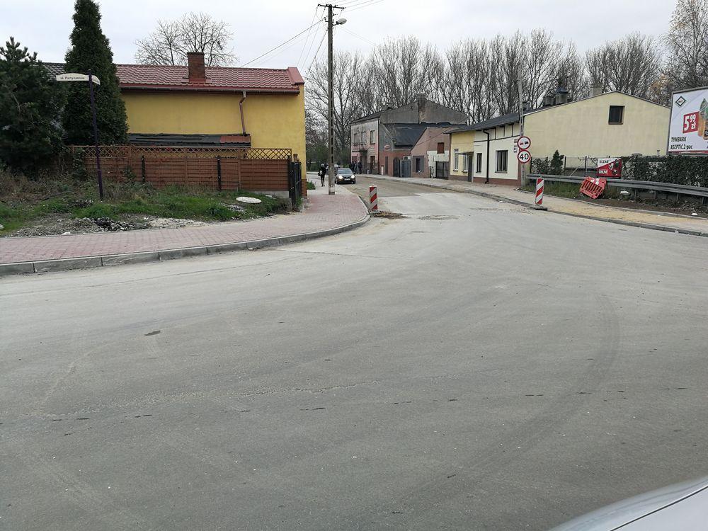 Trwa rozbudowa ciągu dróg gminnych - ul. Partyzantów, Limanowskiego i Cichej