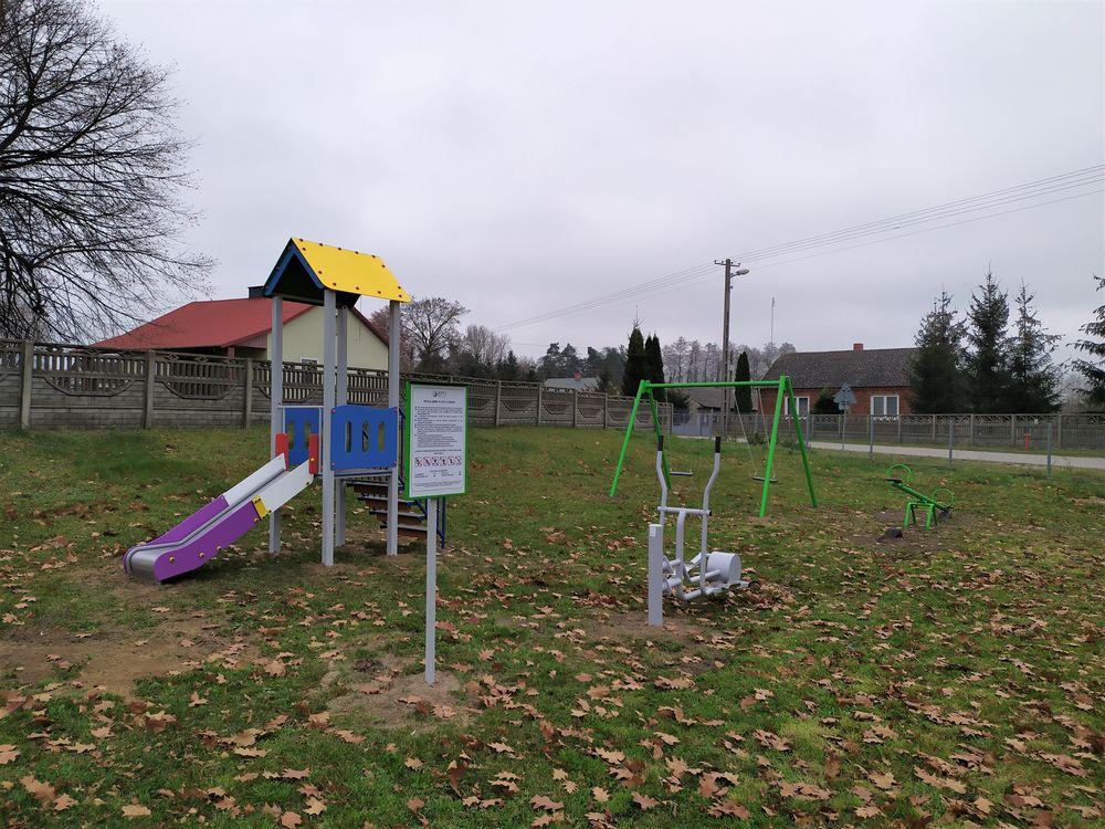 Plac zabaw i siłownia w Karwicach