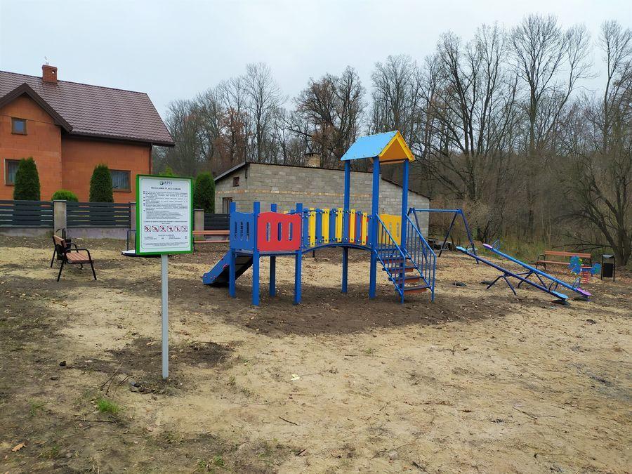 Plac zabaw w Mroczkowie Gościnnym