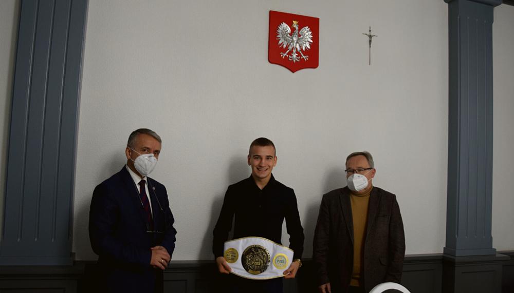 Burmistrz Opoczna, Dariusz Kosno spotkał się z Piotrem Stępniem wicemistrzem świata WAKO K1 GRAND PRIX Praga 2020