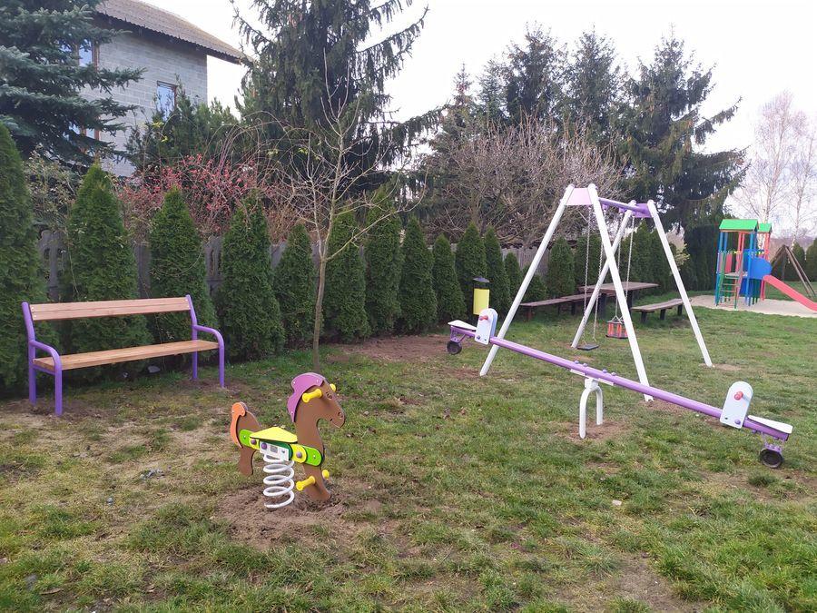 Plac zabaw w Różannie doposażony