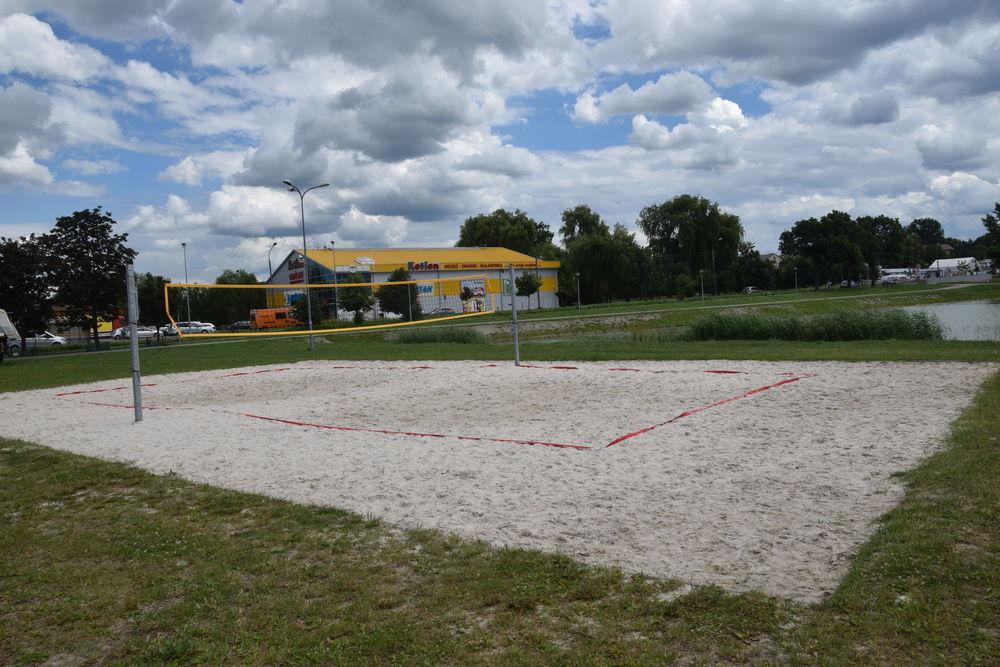 Boisko do siatkówki plażowej przy ul. Bończy-Załęskiego