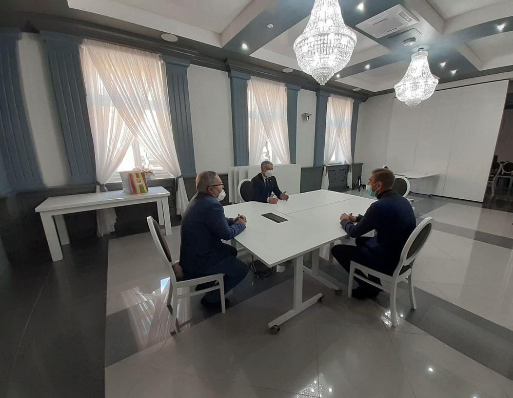 Burmistrz Opoczna Dariusz Kosno spotkał się z Grzgorzem Stępniem