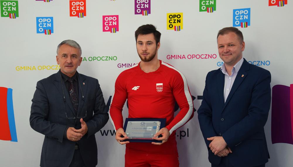 Spotkanie Burmistrza Opoczna Dariusz Kosno z Bartłomiejem Adamusem Reprezentantem Polski w Podnoszeniu Ciężarów, 7 zawodnikiem Igrzysk Olimpijskich w Tokio 2020.