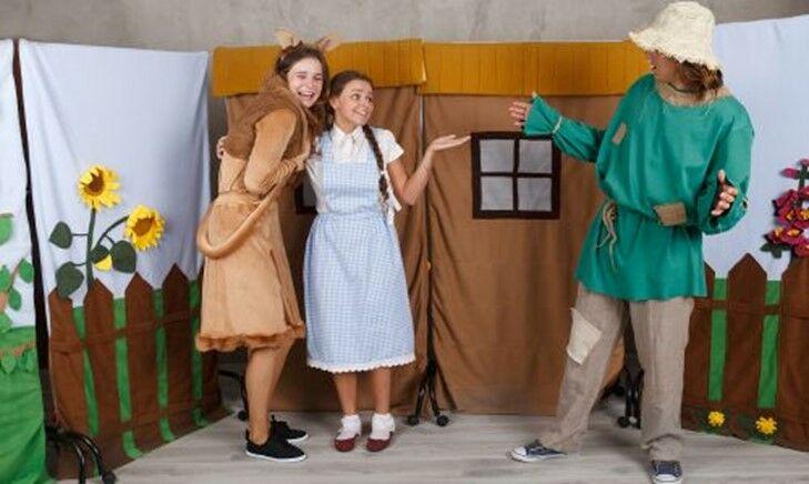 """Spektakl teatralny dla dzieci o tematyce ekologicznej pt. """"W zielonej krainie Oz"""""""