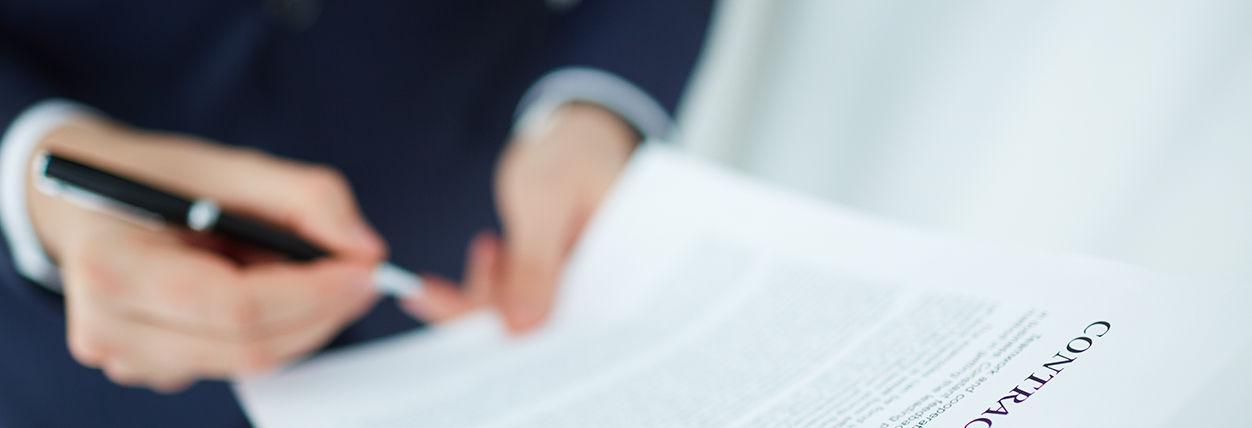 Grafika ogólna osoba podpisujaca dokument