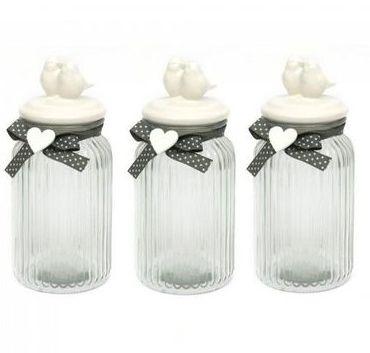 Trzy słoiki szklane