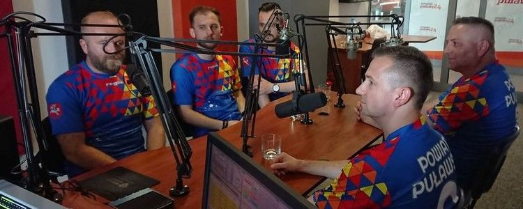 Członkowie drużyny piłki nożnej puławskiego Starostwa w Radio Puławy 24