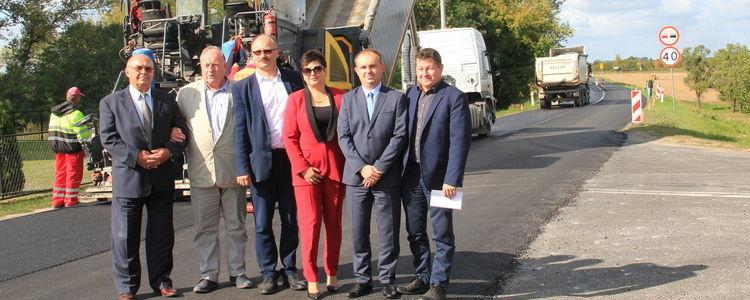 Przebudowa drogi 801 - dobra współpraca samorządów powiatu i województwa
