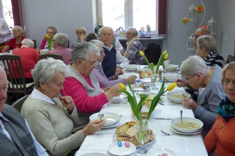 """Śniadanie Wielkanocne w """"Seniorze-Wigorze"""""""