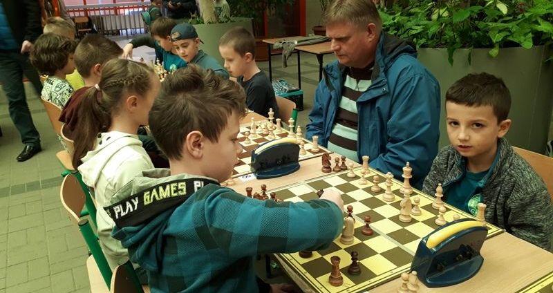 Młodzi szachiści z nowymi kategoriami szachowymi
