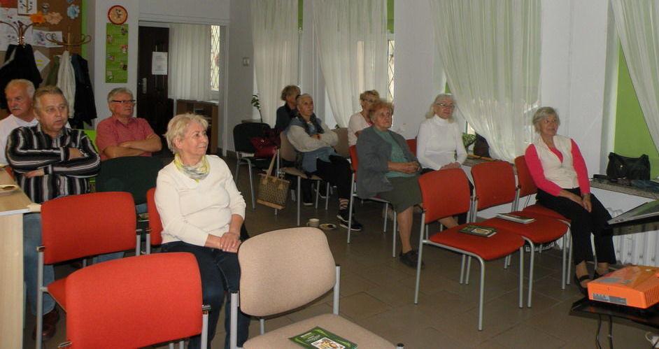 Członkowie strzegomskiego ZERiI odwiedzili bibliotekę