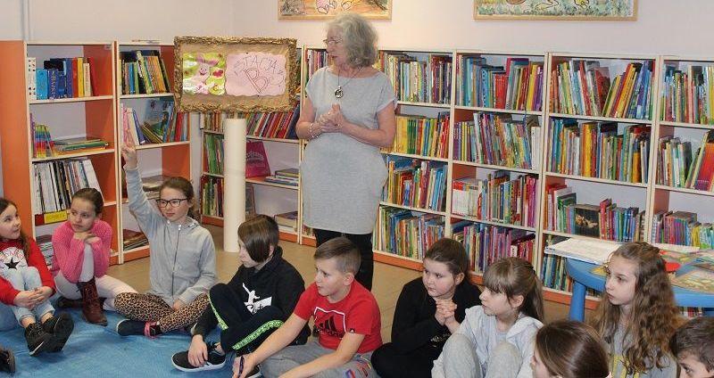 Klasy trzecie w Bibliotece Publicznej Miasta i Gminy Strzegom im. E. Orzeszkowej