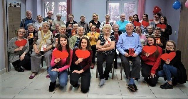 """""""Walentynki 2020"""" w Senior-Wigor z maturzystkami z Zespołu Szkół w Strzegomiu"""