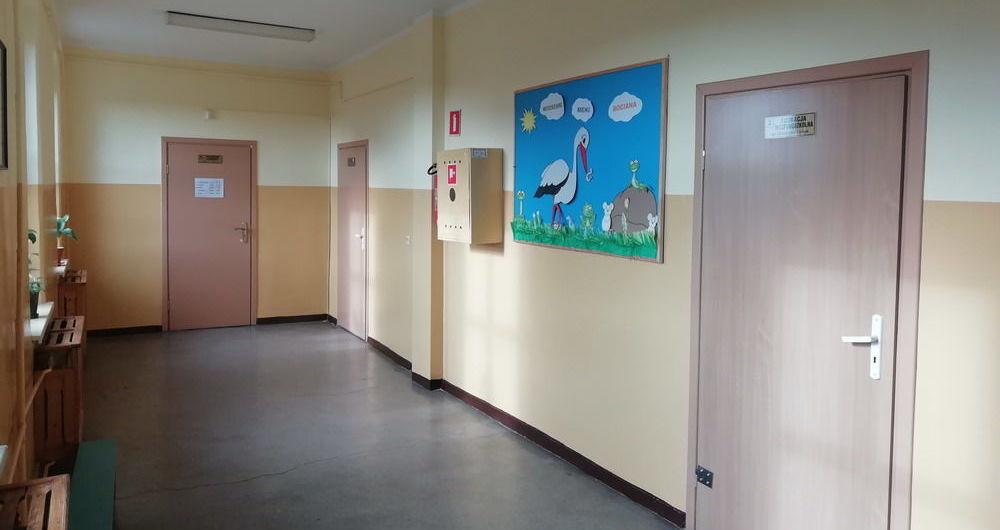 Remont korytarzy w budynku Publicznej Szkoły Podstawowej w Stanowicach